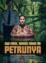 Gud finns, hennes namn är Petrunya poster